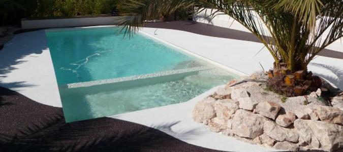 Tapis de pierre pour tour de piscine